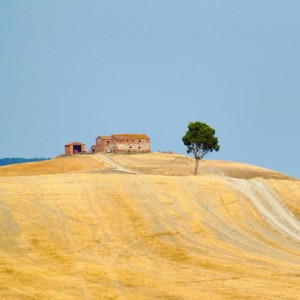 Crete Senesi in estate - la casa in collina